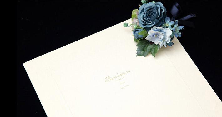 表紙 叙勲褒章の記念写真保管に2ポーズの写真がはいるアイボリーの六つ切り紙製台紙