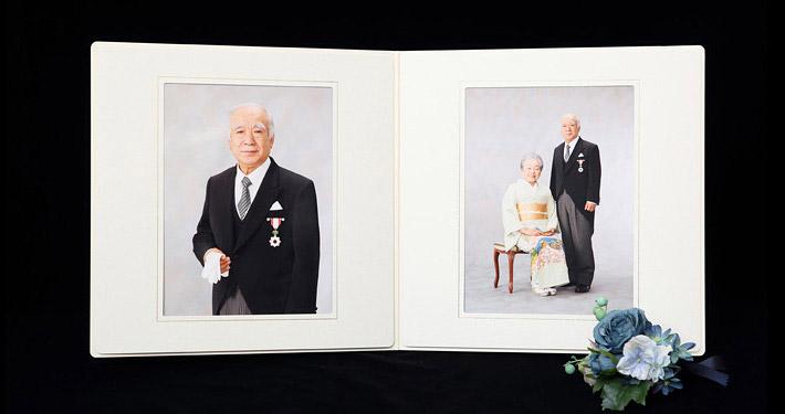 台紙見開き 叙勲褒章の記念写真保管に2ポーズの写真がはいるアイボリーの六つ切り紙製台紙