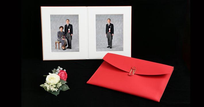 叙勲褒章記念写真 上質なアルバム ご夫婦 ポートレート 専用ケースいり 叙勲褒章の記念写真保管に最適なアルバム